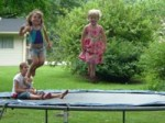 trampoline_with_kids-r_200