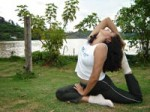 yoga_woman_stretching-r_200