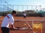 stay_fit_on_vacation_with_tennis-r_200